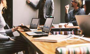 jak wyróżnić firmę w internecie
